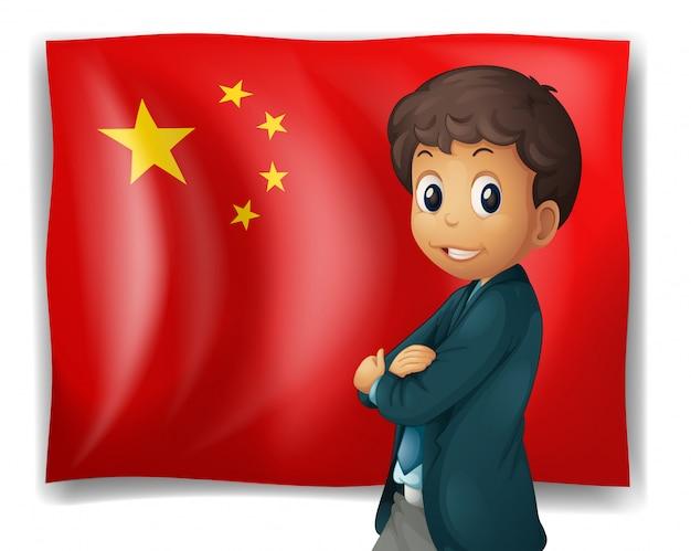 Un giovane ragazzo di fronte a una bandiera cinese Vettore gratuito