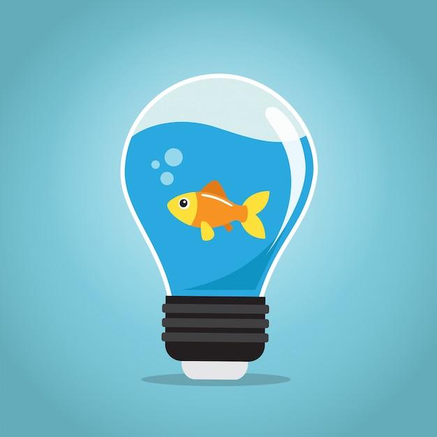 Un pesce d'oro che nuota nell'acqua di una lampadina Vettore Premium