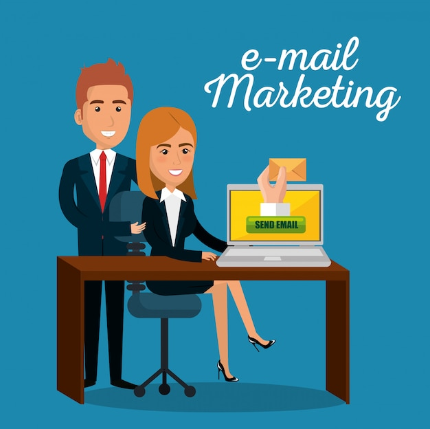 Uomini d'affari in ufficio con icone di marketing e-mail Vettore gratuito