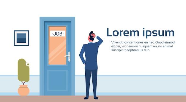 Uomo d'affari alla ricerca di lavoro Vettore Premium