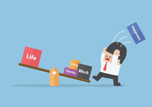 Uomo d'affari cercando di bilanciare la sua vita Vettore Premium