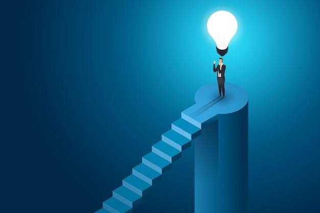 Uomo d'affari che sta sotto la soluzione di concetto della lampadina e la visione creative, successo di ambizione. illustrazione isometrica piatta Vettore Premium