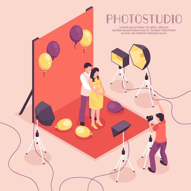 Uomo e donna incinta che hanno tiro di foto in studio professionale, illustrazione isometrica Vettore gratuito