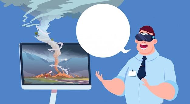 Uomo spaventato in occhiali 3d virtuali guardando la trasmissione del ciclone uragano danni notizie sulla tempesta di acqua piovana nella campagna disastro naturale concetto Vettore Premium