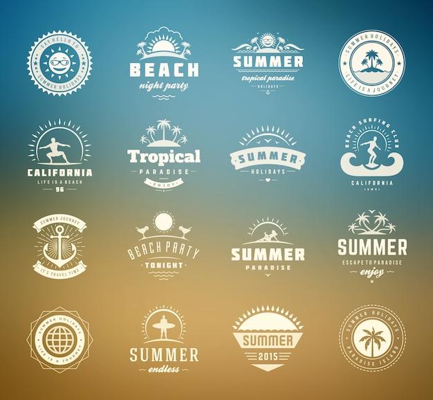 Vacanze estive etichette e distintivi design tipografia retrò Vettore Premium