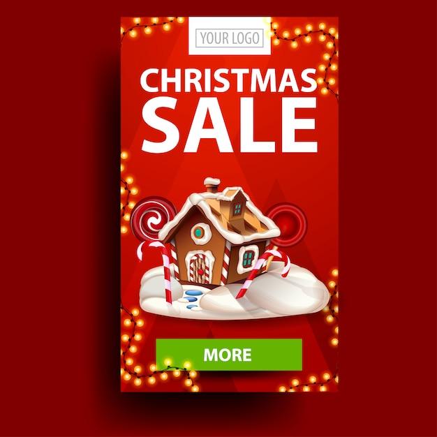 Vendita di natale, banner verticale sconto rosso con ghirlanda, pulsante e casa di marzapane di natale Vettore Premium