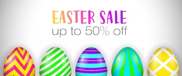 Vendita di pasqua, fino al 50% di sconto sulle lettere, uova decorate Vettore gratuito