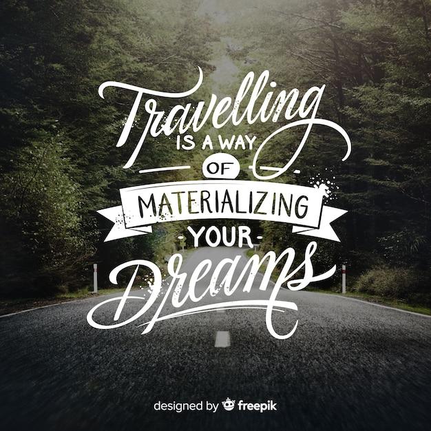 Viaggiare lettering sfondo Vettore gratuito