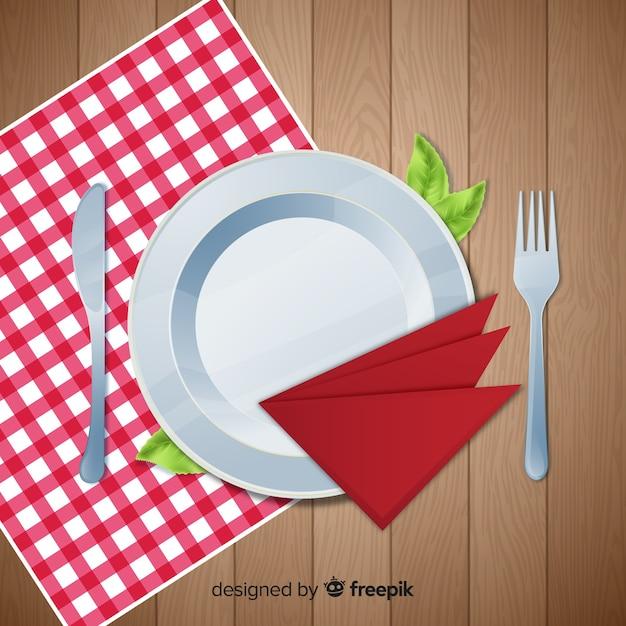 Vista dall'alto del tavolo da ristorante elegante con un design realistico Vettore gratuito