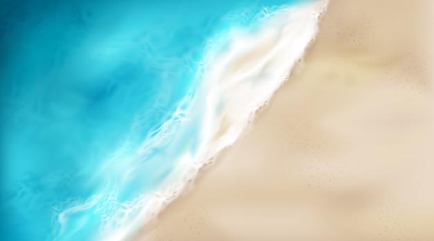 Vista dall'alto dell'onda del mare con schiuma schizzi sulla spiaggia Vettore gratuito