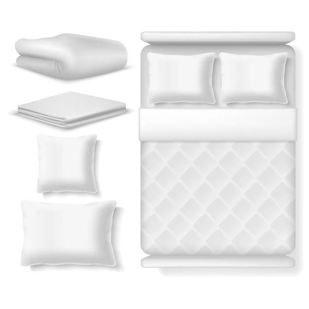Vista superiore della lettiera realistica bianca in bianco. letto con coperta, cuscino, biancheria e asciugamano piegato. Vettore Premium