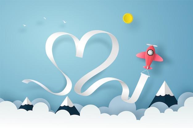 Volo piano sul cielo blu sopra le nuvole e la montagna con il nastro del cuore e del fumo Vettore Premium
