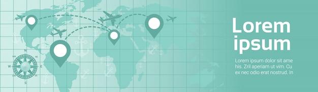 World travel in plane template banner l'aeroplano sorvola la mappa della terra con la mappa del percorso dei puntatori di navigazione Vettore Premium