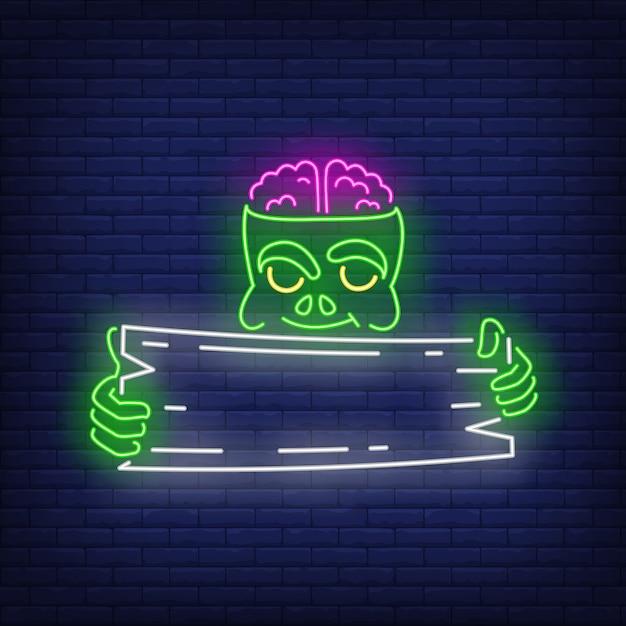 Zombie che tiene insegna al neon dell'insegna di legno Vettore gratuito