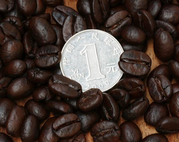 1 yuan munt op koffieboon Premium Foto