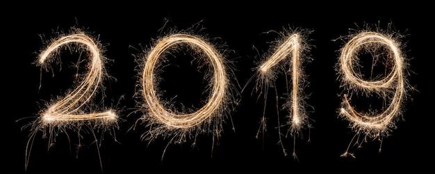 2019 sterretje getrokken in aantallen voor gelukkig nieuw jaar 's nachts om speciaal te vieren Premium Foto