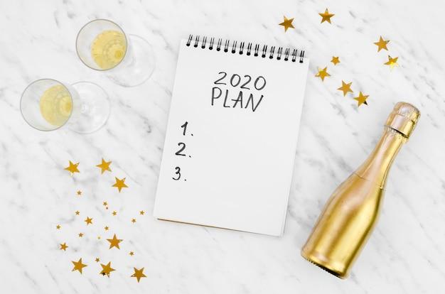 2020-plan voor een wit kladblokmodel Gratis Foto