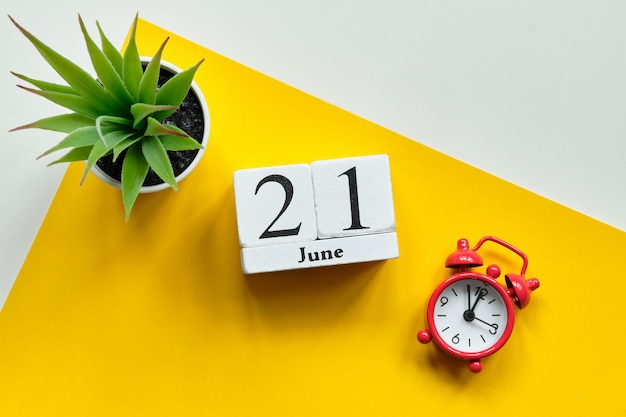 21 juni op houten blokjes Premium Foto