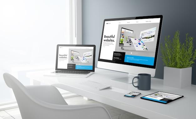 3d-weergave van desktop met alle apparaten met bouwerswebsite. alle schermafbeeldingen zijn verzonnen. Premium Foto