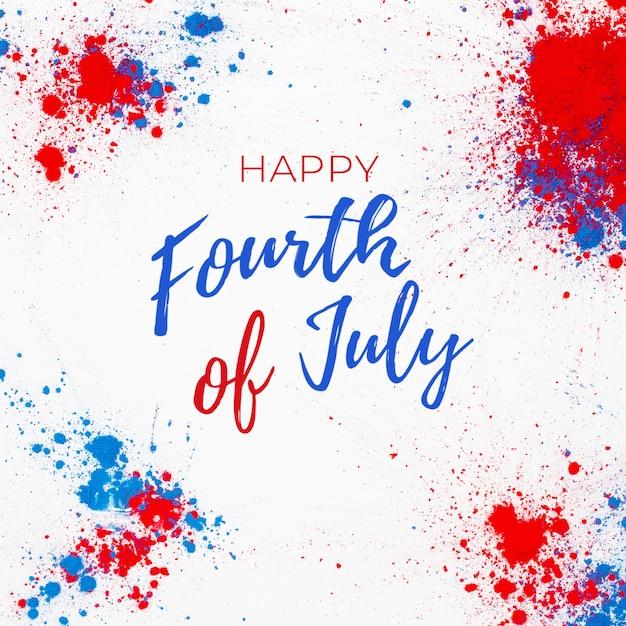 4 juli achtergrond met belettering en vuurwerk gemaakt met spatten van holi kleur Gratis Foto