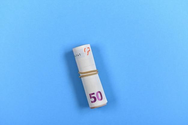 50 euro bankbiljet op blauw Premium Foto