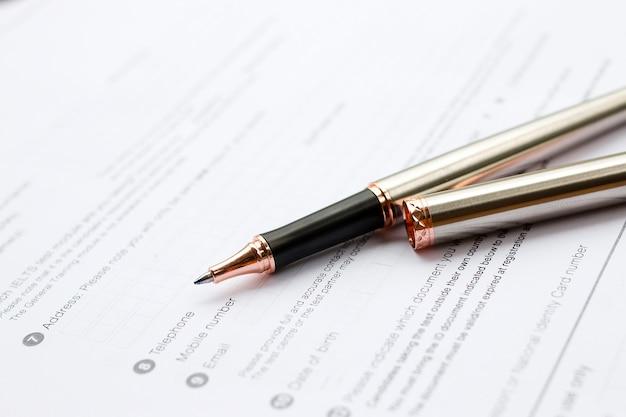 Aanvraagformulier concept voor het solliciteren naar een baan, financiën, lening, hypotheek of een claimformulier Premium Foto
