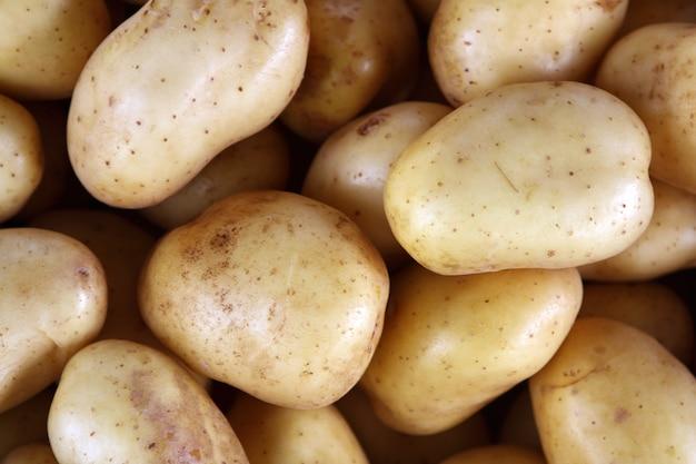 Aardappelen op de markt Premium Foto