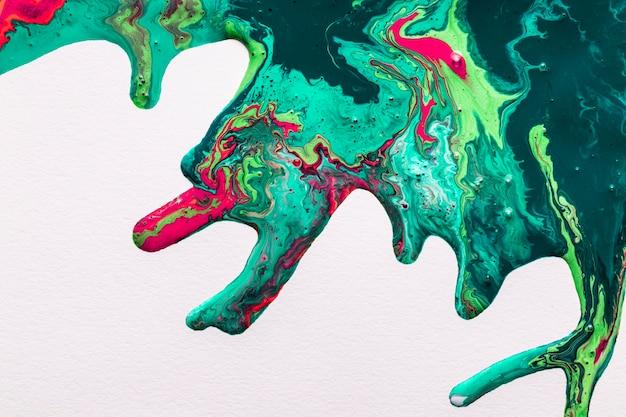Abstract acryleffect van kleurrijke plons op witte achtergrond Gratis Foto