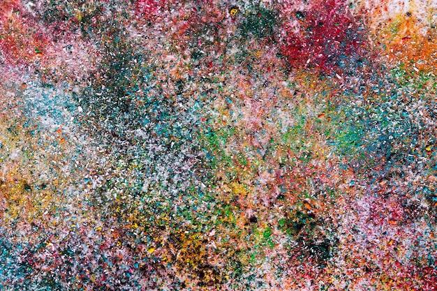 Abstracte achtergrond van kleine kleurrijke bed van chips, gegarneerd met vernis Premium Foto