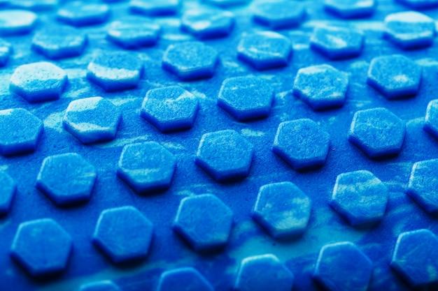 Abstracte blauwe textuur met zeshoekige cellen het gehele scherm als achtergrond. conceptuele textuur in het zeshoekpatroon hades. Premium Foto