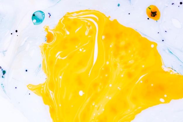 Abstracte grote gele vlek met schaduwen Gratis Foto
