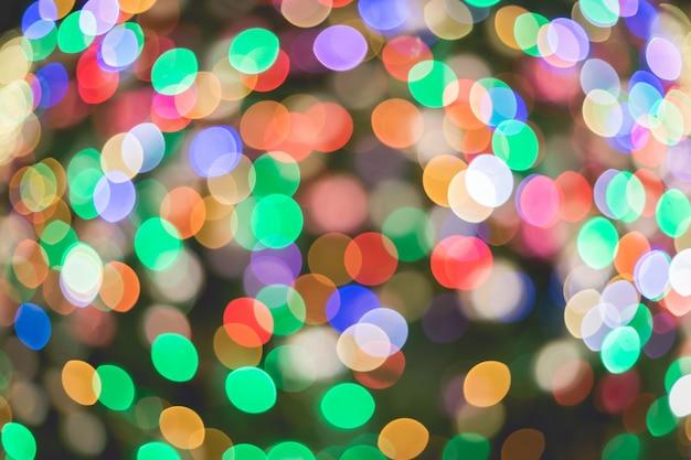 Abstracte kleurrijke veelkleurige bokehcirkels voor kerstmis lichte achtergrond. Premium Foto