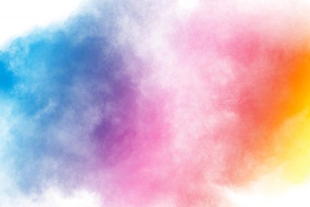 Abstracte multi kleuren poeder explosie op witte achtergrond. beweging van stofdeeltjes splash. Premium Foto