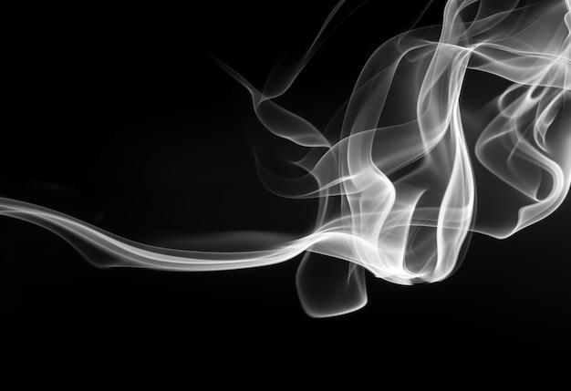 Abstracte zwart-witte rook op zwarte achtergrond, brandontwerp Premium Foto