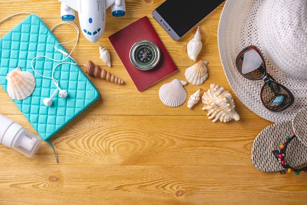 Accessoires voor de zomer zonnige vakantie in het resort Premium Foto