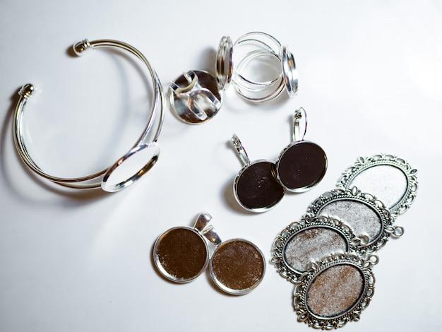 Accessoires voor sieraden maken Premium Foto