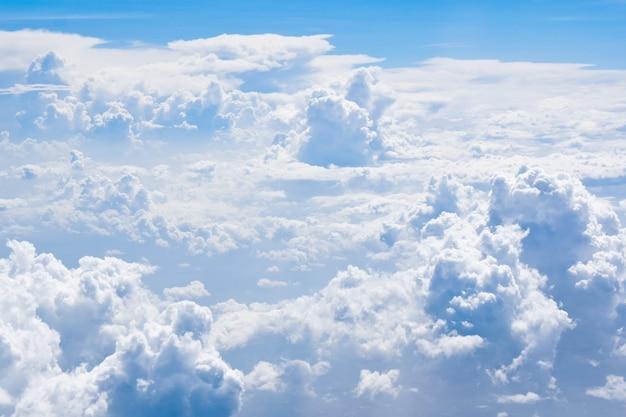 Achtergrond van bovengenoemde wolken en hemel Premium Foto