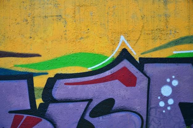 Achtergrond van de muur versierd met kleurrijke abstracte graffiti. straatkunst Premium Foto