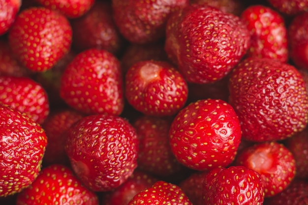Achtergrond van vers geoogste aardbeien, full frame. Premium Foto