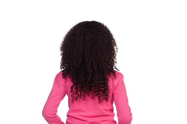 Achterkant van een klein meisje met lang afrohaar dat op een wit wordt geïsoleerd Premium Foto