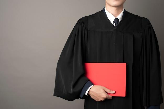 Afgestudeerde man succesvol onderwijs Premium Foto