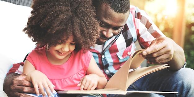 Afrikaanse afro-amerikaanse samen liefde familie geluk Premium Foto