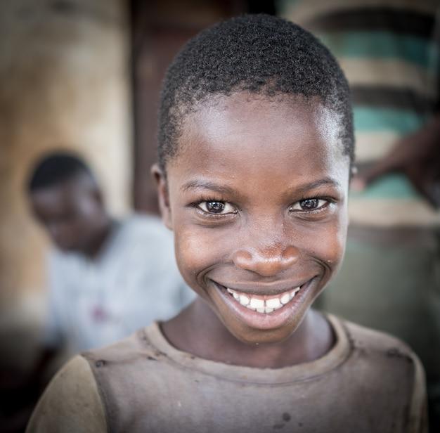 Afrikaanse jongens in dorp portret Premium Foto