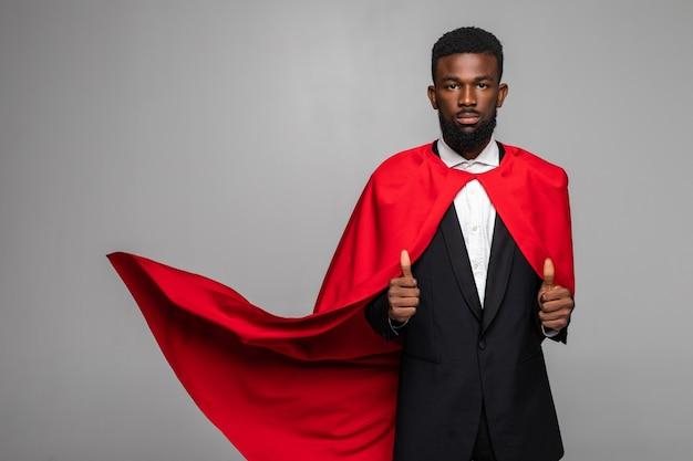 Afrikaanse zakenman in pak met held cout met omhoog duimen Premium Foto
