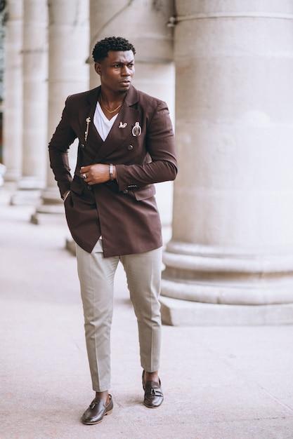 Afro-amerikaanse zakenman in pak Gratis Foto