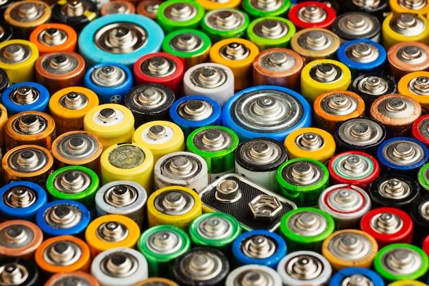 Afval van batterijvervuiling met hoog zicht Gratis Foto