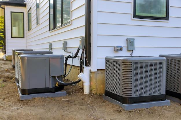 Air conditioning systeem in de installatie in aanbouw nieuw huis Premium Foto