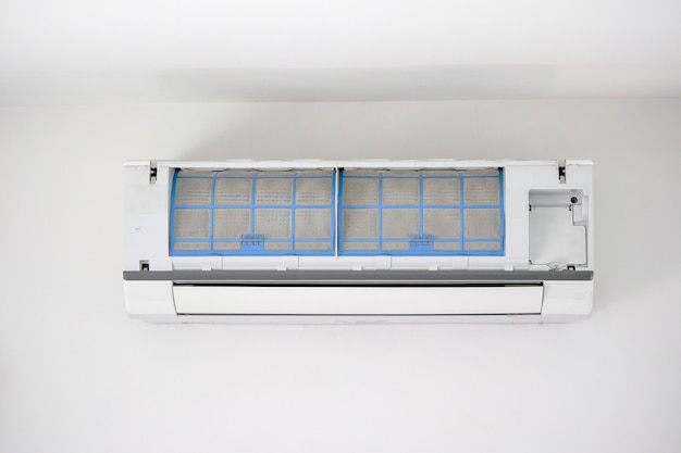 Airconditioner met vuile filter close-up Premium Foto