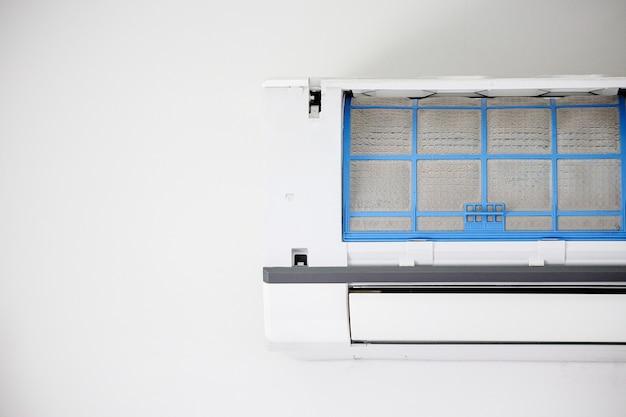 Airconditioner met vuile filter close-up Premium Foto