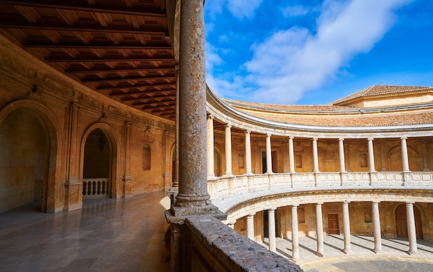 Alhambra carlos v binnenplaats in granada Premium Foto